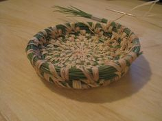 Pine Needle Basket making instructions. Great thanksgiving activity.