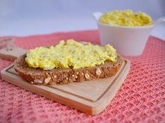 Kip kerrie salade met ananas – petraruns.nl Krispie Treats, Rice Krispies, Healthy Snacks, Food And Drink, Lunch, Desserts, Holland, Salads, Health Snacks