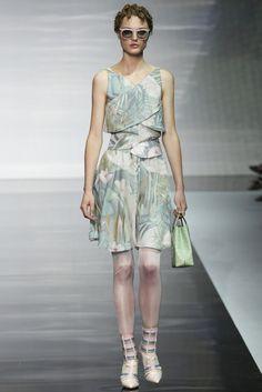 "VOGUE fashion | trends | デザイナー別 ""花言葉付きフラワー図鑑""。 | EMPORIO ARMANI"