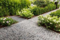 Garten mit Naturstein Weg Sidewalk, Garden Path, Natural Stones, Porches, Side Walkway, Sidewalks, Pavement, Walkways