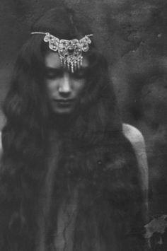 gypsy goddess, so love her headpiece Hippie Look, Hippie Style, Dark Beauty, Grace Loves Lace, Gypsy Soul, Look At You, Our Lady, Headdress, Gypsy Headpiece