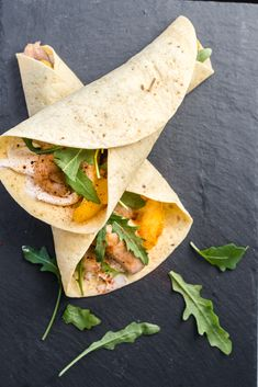 This wrap has a very nice combination of chicken and mango. Finish it with a delicious sauce and enjoy a super lunch. # dish This wrap has a very nice combination of chicken and mango. Finish it with a delicious sauce and enjoy a super lunch. Healty Lunches, Lunch Recipes, Healthy Recipes, Good Food, Yummy Food, Vegetarian Lunch, Evening Meals, Skinny Recipes, Food Photography