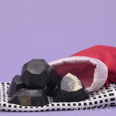 Make a lump of glittery coal soap for Christmas with this easy beauty DIY video tutorial.