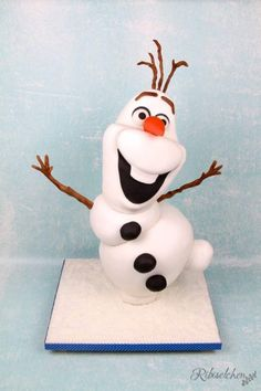 Tutorial für eine stehende 3D Olaf Torte mit Schritt-für-Schritt Fotos Olaf Birthday Party, 3rd Birthday Cakes, Rice Krispies, Bolo Olaf, Cake Pops, Olaf Cake, Snowman Cake, 3d Cakes, Cake Decorating Tutorials