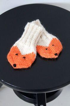 Kudoin Lisalle pienet kettulapaset. En ole varmaan vuoteen kutonut yhtään mitään. Enkä muu... Woolen Socks, Diy Crochet, Funny Cute, Baby Knitting, Mittens, Baby Kids, Kids Outfits, Beanie, My Favorite Things