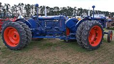 Another FORDSON Twin-Motor Tractor, but this one's just a little bit different than the others I've seen. Antique Tractors, Vintage Tractors, Old Tractors, Vintage Farm, Lawn Mower Tractor, New Tractor, New Holland Tractor, Homemade Tractor, Trucks