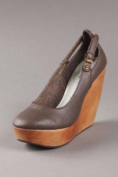 Matiko Mari - I love shoes with wood
