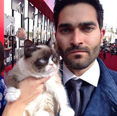Tyler Hoechlin and Grumpy Cat