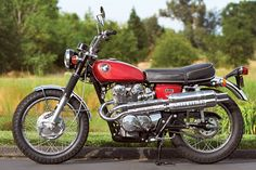 After determining that his 1967 Triumph Bonneville was too pristine to ride, Mark Dickey started his search for a 1968 Honda to restore. Vintage Honda Motorcycles, Honda Bikes, Honda Cb, Motorcycle Suit, Cafe Racer Motorcycle, Classic Motors, Classic Bikes, Cb 450, Honda Scrambler