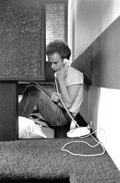 The call you've wanted to make all day. Simon Garfunkel, Annie Lennox, Paul Simon, Johnny Cash, East River, Larry, Idole, Rock N Roll Music, Modern Photography