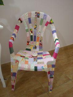 Hoje vamos ver alguns trabalhos que dão nova vida a uma cadeira velha, deixando-a ainda com um ar bem moderno.  COMO DECORAR CADEIRAS DE PLÁSTICO COM TECIDO  veja algumas ideias:           veja agora um vídeo ens Diy Garden Furniture, Decoupage Furniture, Funky Painted Furniture, Painted Chairs, Ideas Hogar, Diy Chair, Easy Home Decor, Recycled Crafts, Diy Crafts To Sell