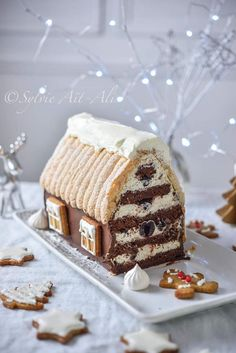 Fun , wow factor party dessert that can be constructed more simply than the end results make it appear , gingerbread house style Christmas buffet or dinner centrepiece Christmas Sweets, Christmas Cooking, Christmas Buffet, Christmas Crafts, Xmas, Cake Recipes, Snack Recipes, Dessert Recipes, Winter Torte