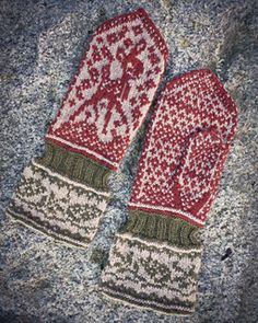 It's Bambi! mittens by Stina Öhman on ravelry Fingerless Mittens, Knit Mittens, Knitted Gloves, Knitting Socks, Hand Knitting, Fair Isle Knitting Patterns, Crochet Patterns, Thread Crochet, Knit Crochet