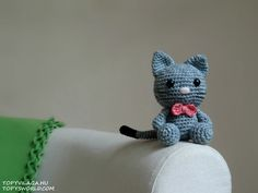 I made my first crochet kitten to a very good friend of mine, Livi, who loves cats. Her cat's name is Bow, that's why I named my amigurumi kitten that way, and put a bow on its neck. I didn't want to use any pattern, so I designed my own and simple one. I used Catania Denim yarn, so it...
