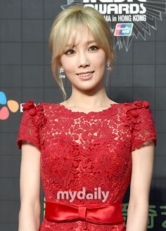 TaeYeon looks stunning in her red dress at the red carpet event of the 2015 MAMA ~ Wonderful Generation