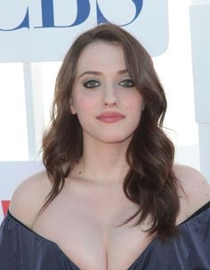 34 times Kat Dennings' hair and makeup were red carpet goals Her dark, wavy hair and signature red lips are ALWAYS on point. Photo – 34 times Kat Dennings' hair and makeup were red carpet goals Kat Dennings Pics, Kat Dennings Bikini, Beauty Full Girl, Beauty Women, Wavy Hair, Her Hair, Kat Dennigs, Two Broke Girl, Beautiful Celebrities