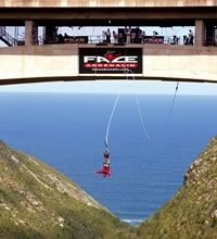 Height Fright – Bloukrans River Bridge Nature's Valley in the Western Cape of South Africa is located about 40 kilometres to the east of the Plettenberg Bay. The Bloukrans River… Knysna, Bungee Jumping, Out Of Africa, Victoria, Africa Travel, Adventure Is Out There, Countries Of The World, South Africa, Places To See