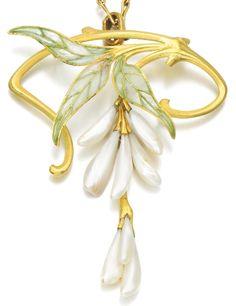 Henri Vever - An Art Nouveau gold, enamel and freshwater pearl necklace, circa Designed as a wisteria spray, with plique-à-jour en… Bijoux Art Nouveau, Art Nouveau Jewelry, Jewelry Art, Antique Jewelry, Vintage Jewelry, Jewelry Accessories, Fine Jewelry, Fashion Jewelry, Jewelry Design
