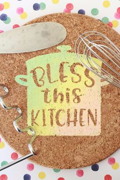 cute paint kitchen sign with oramask stencil Kitchen Vinyl, Kitchen Signs, Kitchen Paint, Vinyl Crafts, Vinyl Projects, Fun Crafts, Stencil Vinyl, Stencils, Cork Trivet