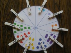 Reversible colour and number wheel with pegs