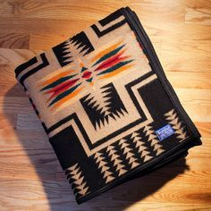 pendleton blanket southwestern patterns creme tan Pendleton Coat, Pendleton Blankets, Fantasy Bedroom, Camping Blanket, Aztec Designs, Vintage Wool, Nativity, Pattern Design, Native American