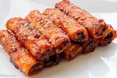 Resepi Popia Goreng Bersira Pedas, ada yang panggil kuih ni popia goreng sambal ataupun popia goreng bercili. Kuih ni memang sangat sedap dan tak jemu di makan. Bahan-bahan untuk menyediakan popia ini juga sangat lah mudah dan cuma memerlukan kerajinan yang tinggi untuk balut setiap satu popia dan sediakan sambal sira nya. Untuk inti popia, anda boleh gunakan sayur-sayur lain sebagai ganti. Contohnya ready made mixed vege (jagung, kacang pis dan karot), lobak putih ataupun kacang panjang…