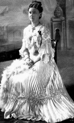 Queen Wilhelmina wears a dress with pleated engageantes and skirt in this 1903 photo
