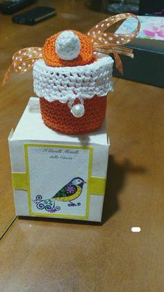 Tecnica:crochet & amigurumi_Bomboniera x il mio piccolo nipotino_ questa è arancione ma sono state realizzate con vari cotoni variopinti