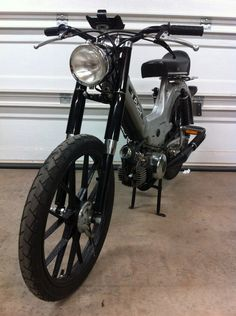 Hey everybody! Come see how good my Maxi looks! Puch Moped, Moped Motorcycle, Custom Moped, Small Motorcycles, Cafe Racer Honda, 50cc, Mini Bike, Come And See, The Hobbit
