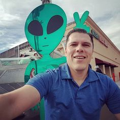 What?!?! Is there an alien behind me?  #alienbeefjerky #backfromVegas #greendude #beefjerky #wppi2017 #wppi #PhotographersLife