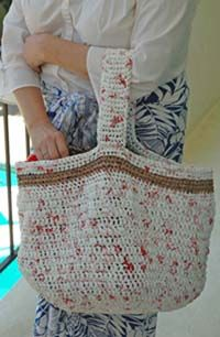 """Crafting for a Greener World - Natural Life magazine - Upcycling Plastic Bags: Crochet a Reusable Shopping Bag from """"Plarn"""" Plastic Bag Crafts, Plastic Bag Crochet, Recycled Plastic Bags, Crochet Purses, Yarn Crafts, Crochet Bags, Recycling, Reusable Shopping Bags, Market Bag"""