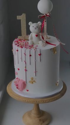 Cake Decorating Frosting, Cake Decorating Designs, Creative Cake Decorating, Cake Decorating Videos, Cake Decorating Techniques, Pretty Birthday Cakes, 1st Birthday Cakes, Pretty Cakes, Cute Cakes