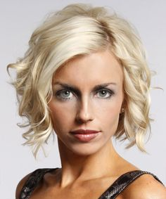 Short Wavy Layered Platinum Bob Haircut with Blonde Highlights – hairstyles for short hair Blonde Wavy Hair, Short Wavy Hair, Medium Curly, Pale Blonde, Curly Bob, Wavy Curls, Wavy Bobs, Light Blonde, Short Blonde
