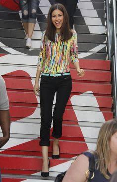 Victoria Justice with Maria Menounos - Extra Filming in LA