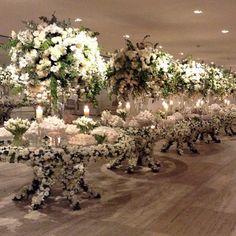 Uma linda inspiração. Ao invés de uma mesa oval porque não ter varias redondas, da um efeito maravilhoso ! Amei @eventandobyninavila @festivitaassessoria #blognoivacontemporanea #noivacontemporanea #noivas #doces #casar #casando #casamento #decor