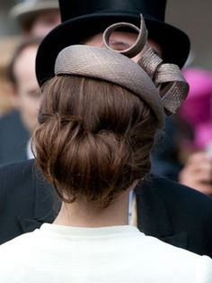this is the back of kate middleton. i love this simple updo.