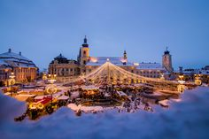 Unveil the best Christmas Markets in Romania. Transylvania's medieval cities lead the race, with Sibiu fighting Alba Iulia & Brasov for place. Bucharest Romania, Sibiu Romania, Beautiful World, Beautiful Places, Winter Goddess, Merry Christmas, Christmas Lights, Best Christmas Markets, Carpathian Mountains