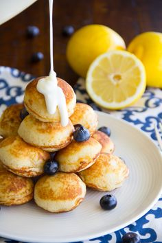 Blueberry Pancake Poppers Portable lemon blueberry pancake puffs drenched in a cream cheese icing makes for a yummy weekend breakfast treat!Portable lemon blueberry pancake puffs drenched in a cream cheese icing makes for a yummy weekend breakfast treat! Brunch Recipes, Breakfast Recipes, Dessert Recipes, Pancake Recipes, Fun Easy Breakfast Ideas, Breakfast Appetizers, Citrus Recipes, Waffle Recipes, Brunch Ideas