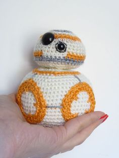 Simply couldn't resist! Since I saw it on the trailer was love at first sight. Well, I'm talking about the latest droid from Star Wars, the cute BB-8. I can't wait to see the BB-8 on the big screen an