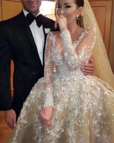 11.6 тыс. отметок «Нравится», 473 комментариев — Lebanese Weddings (@lebaneseweddings) в Instagram: «Sparkly details  •••••••••••••••••••••••• ▪Wedding dress : @labourjoisie . ▪Wedding venue : Four…»