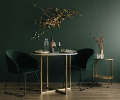 Colour palette inspiration: How to style emerald and brass like a designer - Alex Walls lends her expert eye to show us how to use emerald green and brass to create a luxuriously moody dining room at home - Green Dining Room, Luxury Dining Room, Living Room Green, Green Rooms, Living Room Modern, Living Room Designs, Living Room Decor, Black And Gold Living Room, Living Room Color Schemes