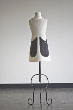 Original Children's IceMilk Apron in sweet oatmeal linen with black pockets is the perfect gift for any kid who loves to cook with mom in the kitchen. Cafe Apron, Childrens Aprons, Beautiful Handwriting, Linen Apron, Kids Apron, Apron Pockets, Monogram Styles, Meaningful Gifts, Cotton Fabric