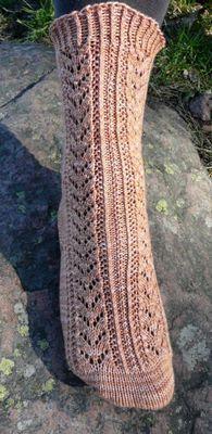Saniaispolku pattern by Anne Heikkinen Cable Knitting Patterns, Knitting Videos, Lace Knitting, Knitting Socks, Crochet Socks, Knit Crochet, Knit Socks, Stocking Tights, My Socks