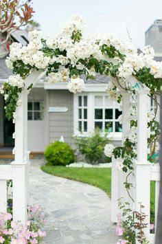 Flower garden in front of the entrance of the house Climbing roses 67 Trendy Ideas - . - flower garden in front of the entrance of the house climbing roses 67 Trendy Ideas - # Front Yard Fence, Front Gates, Front Yard Landscaping, Front Walkway, Brick Fence, Concrete Fence, Driveway Gate, Bamboo Fence, Cedar Fence