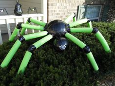 Two plastic balls (got mine in the toy dept at walmart), four pool noodles, and some black duct tape = big (but lightweight) Halloween spider :) Outside Halloween Decorations, Halloween Outside, Halloween Party Decor, Holidays Halloween, Halloween Crafts, Diy Projects For Halloween, Diy Spider Decorations, Halloween Stuff, Kid Crafts