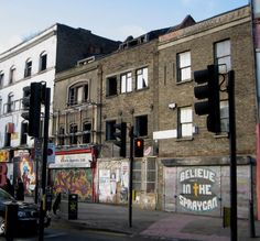 Derelict terrace at the junction of Redchurch Street and Bethnal Green Road includes two century weaver's houses Vintage London, Old London, Family Origin, English Architecture, Derelict Buildings, East End London, Green Pictures, Bethnal Green, London Today