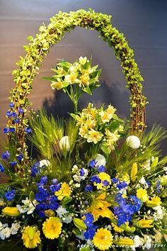 Pin on Floral arrangements Easter Flower Arrangements, Ikebana Arrangements, Beautiful Flower Arrangements, Flower Vases, Floral Arrangements, Beautiful Flowers, Flower Art, Funeral Bouquet, Funeral Flowers