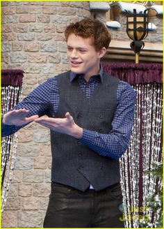 I wonder if he's signing to Bay saying. That's enought just kiss me already! Emmett And Bay, Sandlot 2, Sean Berdy, Switched At Birth, Abc Family, Gorgeous Men, Beautiful, Series Movies, New Love