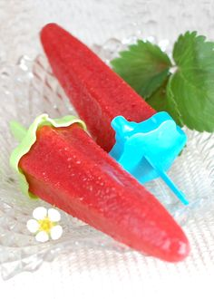 Strawberry Popsicles (made with fresh strawberries and grape juice) from The Prudent Homemaker