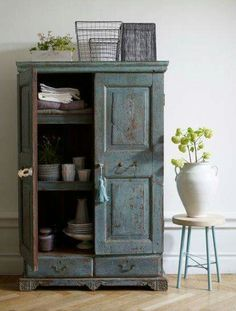 Eye For Design: Decorating With Blue Painted Furniture Blue Painted Furniture, Distressed Furniture, Painted Armoire, Distressed Kitchen, Painting Furniture, Furniture Makeover, Home Furniture, Cabinet Furniture, Grey Cupboards